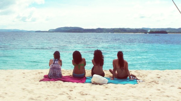 Surfista chicks know how to unwind after a morning of surfing.